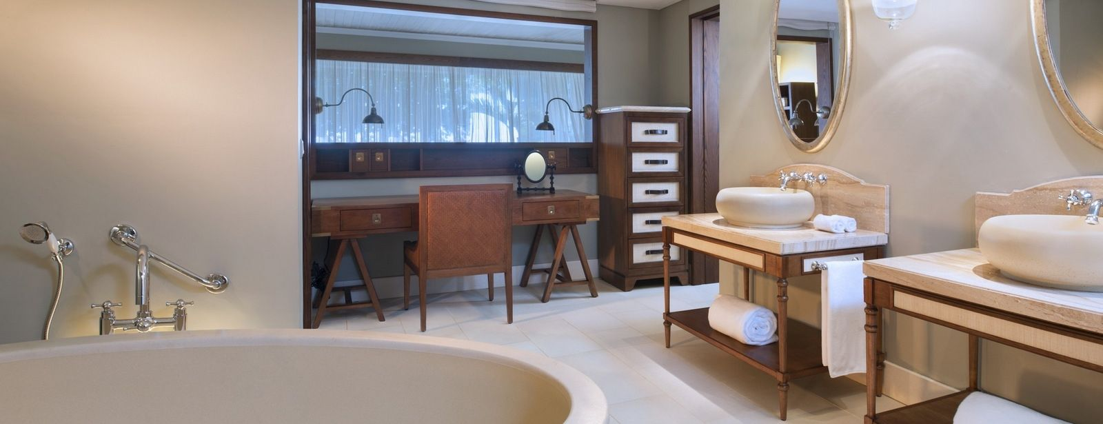 St. Regis Mauritius Ocean facing Junior Suite bathroom